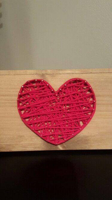 Garnhjärta på träplanka :)