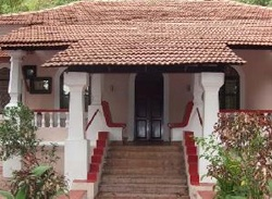 Portuguese House at Olaulim: This stunning, fully furnished property in Goa is located in a residential area of Olaulim with built-up area of 300 square meters and plot area of 3375 square meters.  Contact: allproperty@devant.no for more info! #goa #india #property #villa #homes