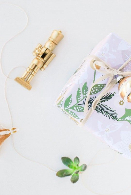 Spotlight \\\\ In Love With Custom Wrapping Paper From MINTED