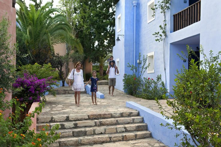 Isn't it wonderful to get away as a #family in a relaxed holiday setting? #CandiaPark #Crete