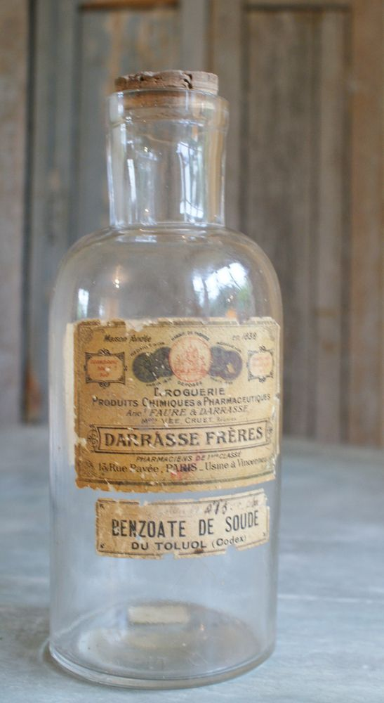Image of Old French Pharmacy Bottle 'Benzoate de Soude'