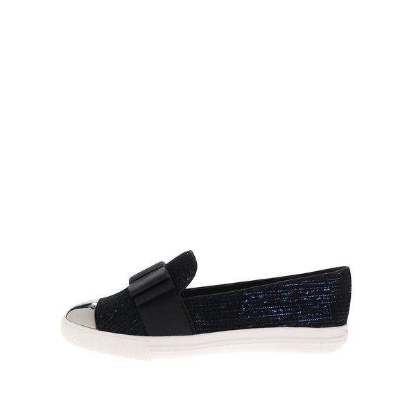Pantofi slip-on bleumarin cu funda Miss KG Lisa - - varf rotunjit, cu aplicatie argintie - aspect stralucitor - funda neagra decorativa- talpa aderenta Material:exterior - sinteticinterior - sintetictalpa - sintetic Dimensiuni pentru marimea 37:inaltime talpa: 2,5 cm