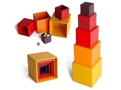 [Grimm's Spiel & Holz Design グリムス社]スタッキングボックスレッド 小 ドイツ、グリムス社のシュタイナー思想に基づいた積み木スタッキングボックス 小です。