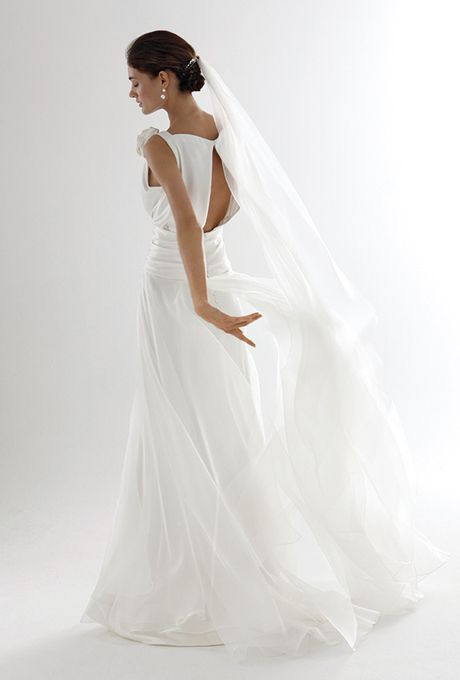 Brides: Le Spose Di Giò. Waisted top, on a soft multi layers split skirt. Open back.