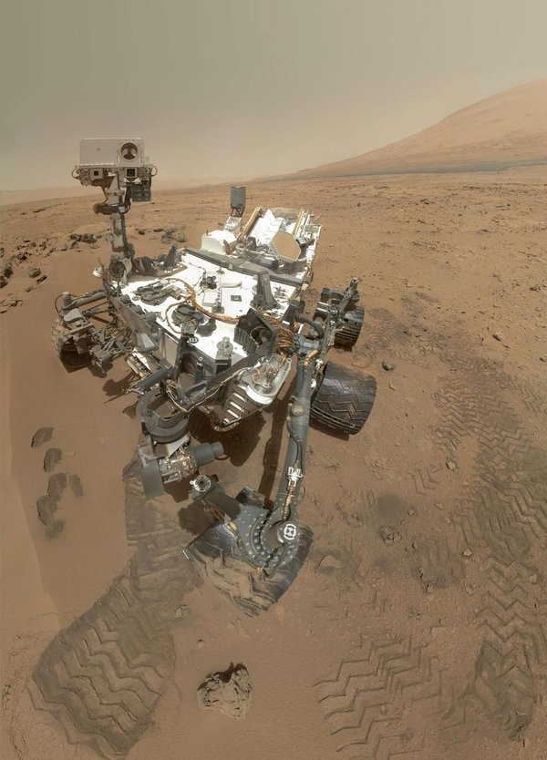 Mars rover snaps spooky portraits - Cosmic Log