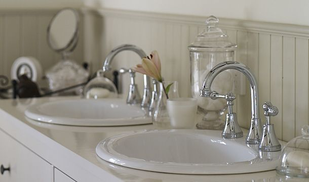 The soft curves of the Bastow Georgian taps matched perfectly with the Porcher Heron vanity basin.