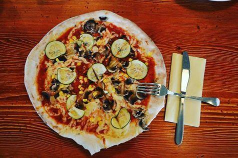 Za chvíli bude čas oběda, tak se stavte třeba u nás v Culinary Aroma. #food #pizza #lunch #galerieharfa