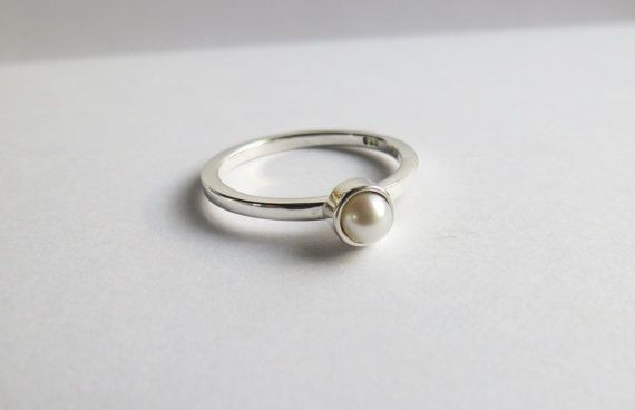 Custom Minimalist Freshwater Pearl Solitaire by touchthedutch