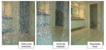 Como Limpar Janelas com o Melhor Limpa Vidros Caseiro Este é o método mais fácil e mais eficiente de limpar janelas. Passos Encha um garrafa de spray vazia com uma solução de 1 xícara de vinagre branco, 1 e meia xícara de álcool e 2 gotas de detergente. Borrife suas janelas com essa solução. Se…