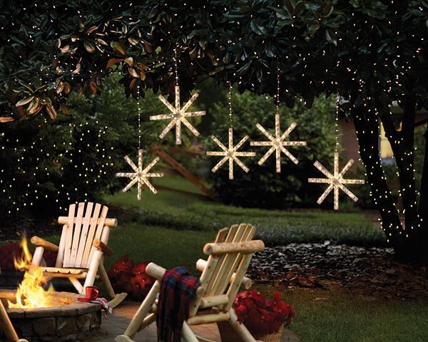 For our series of Christmas craft ideas, we have a lighted snowflake DIY project that will brighten your yard during the holidays.