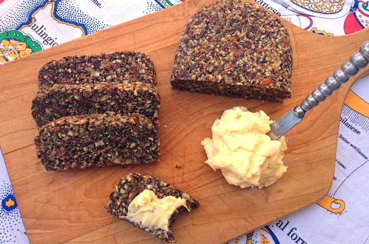 Homemade paleo vegan friendly raw bread recipe sliced bread pal o paleo pinterest - Cuisiner cru 70 recettes raw food ...