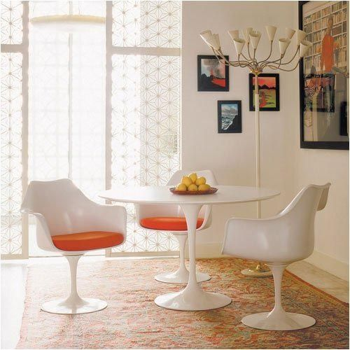 This classic table & chairs set designed by Eero Saarinen for Knoll incorporates the most important of design elements: comfortable and practical!