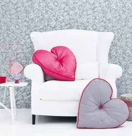 love this white couch with pink cushion... if only this was practicable with kids...