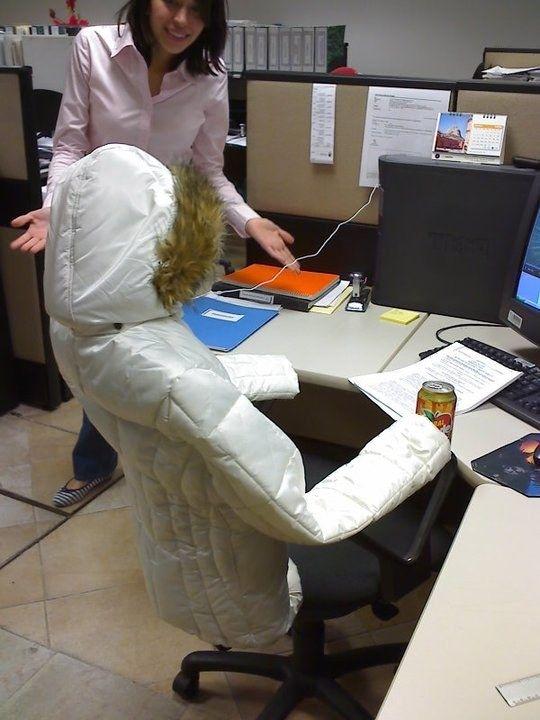 Habilidades profesionales.  - Esta chica utiliza sus habilidades ninja en su trabajo para cuando tiene que ausentarse un rato.