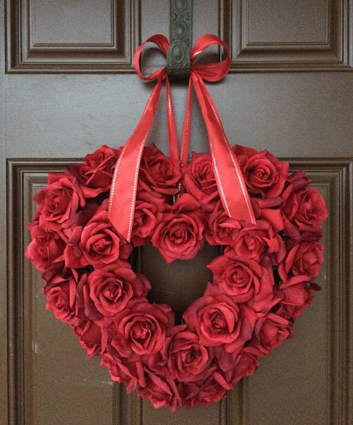 How to Make a Romantic Valentine Roses Wreath. Watch a video tutorial and learn how to use real or faux roses for a gorgeous Valentine's Day wreath. TY to Etsy Shop 'The Wright Wreath' for letting us feature. http://howtomakeaburlapwreath.com/how-to-make-a-romantic-valentine-roses-wreath/ #Valentinesday #wreath #crafts