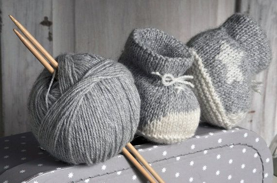 Baby+booties+in+cashmere+with+little+white+star+por+fallinlo