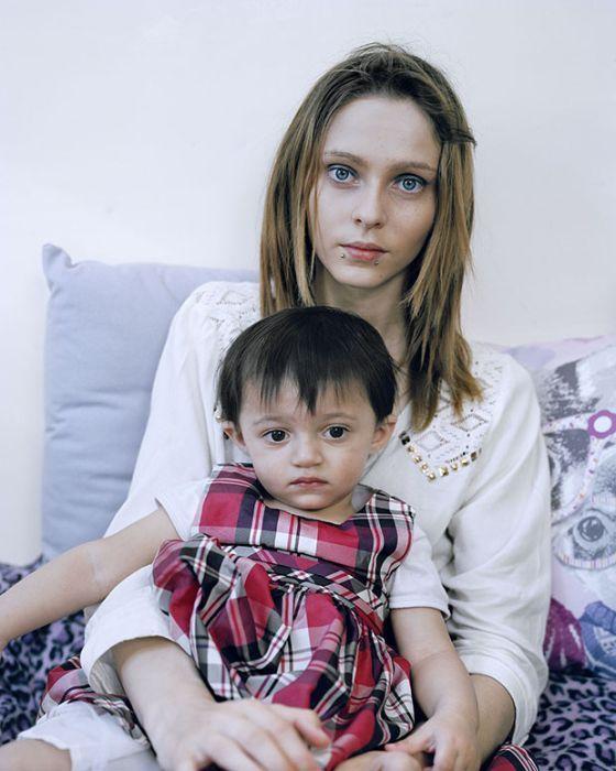 Tinédzser anyák és kisbabáik: lehet túl korán születni? http://www.nlcafe.hu/foto/20150402/tinedzser-anya-kisbaba-fotok-/