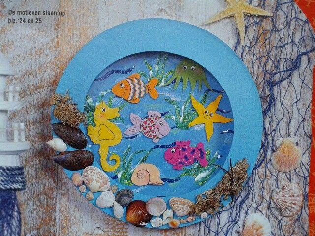Aquarium van papieren bordjes
