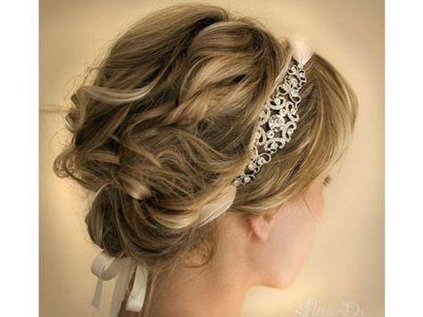 Tocado para novia de diadema con peinado de chongo