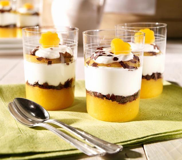 schnelles dessert aus einer quark creme mit aprikosen aus der dose und einer schokoladen schicht. Black Bedroom Furniture Sets. Home Design Ideas