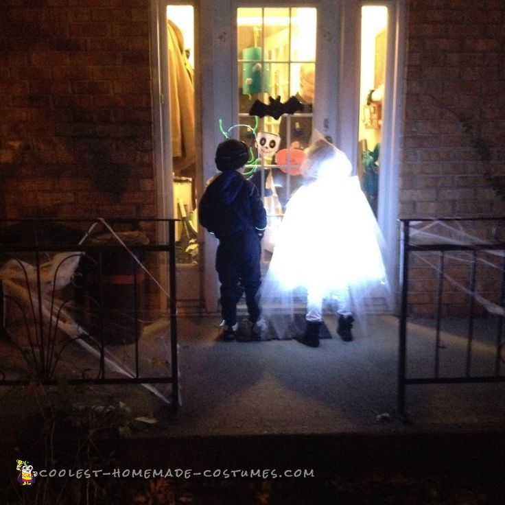 Glowing Ghost Costume for a Child                              …