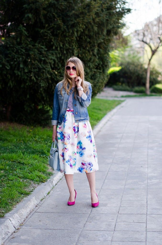 sheinside-floral-midi-skirt-striped-tee-denim-jacket-outfit-pink-shoes-zara-baby-blue-bag (15)