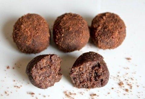 Состав:100гр отрубей пшеничных,200гр творога нежной консистенции,какао на вкус,ванилин,сахорозаменитель на вкус (сорбит или стевия),2 сырых желтка,молоко.Приготовление:Отруби перемолоть в муку.…