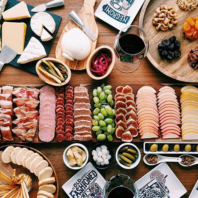 Need some ideas for your next get together? Check out my post on @crateandbarrel blog! My step-by-step instruction on how to make a charcuterie board will crown you the next hostess with the mostess. Visit the link on my profile :)