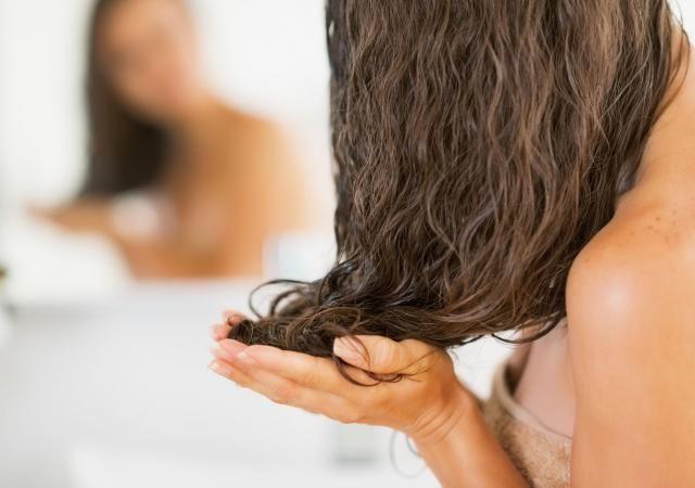 Maska do włosów z siemienia lnianego: Ratunek dla włosów przesuszonych i pozbawionych blasku