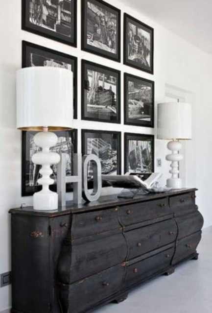 Picture gallery, shape of bureau
