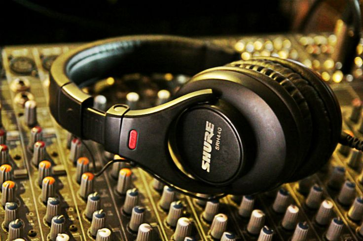 A Guide to the Best Studio Headphones for Home Recording