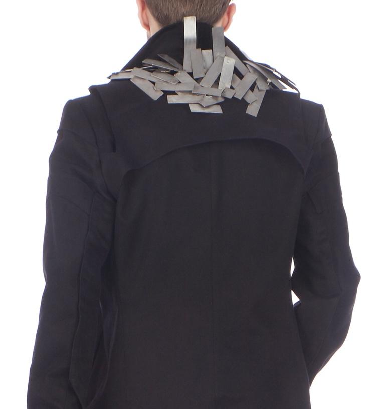 Detail: Coat (cotton), jewellery piece (metal, removeable)