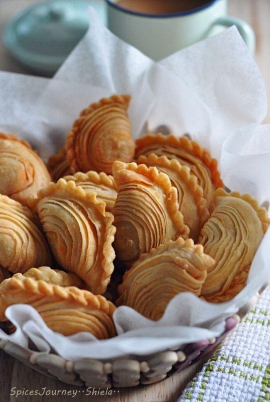 Empanada ideas (layered dough) - KARIPAP PUSING SARDINE