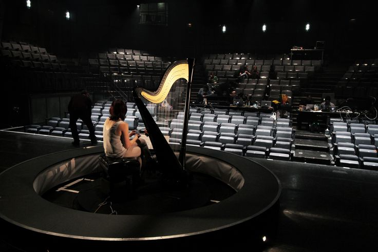 Les 26, 27 et 28 mai 2016 à la @Place des arts, Valérie Milot offrira une performance physique et musicale tout à fait original... ----- May 26, 27 and 28 at @PDA, Valérie Milot will offer a unique physical and musical performance...