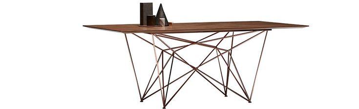 Fuga mobilya imzası taşıyan inka yemek odası ile birlikle iç dünyanızdaki farklılıkları yemek odanızda da yaşamanız mümkün ayrıca bunu uygun fiyat avantajı ve estetik bir görünümle yapabilirsiniz. Fuga Mobilya İnka Yemek Odası metalin ahşap ile birleşiminden meydana gelen yemek masası , sandalye ve konsol olarak kombine yapılmış. Her eve uyum sağlayabilecek olan inka yemek odası farklılık ararken kaliteyide beraberinde isteyenleri tercihi bir ürün. Takımdaki bütün ürünlerde bronze renkte…
