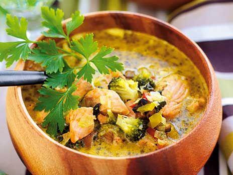 En mycket mättande laxsoppa med smak av curry. /Ulrika Davidsson