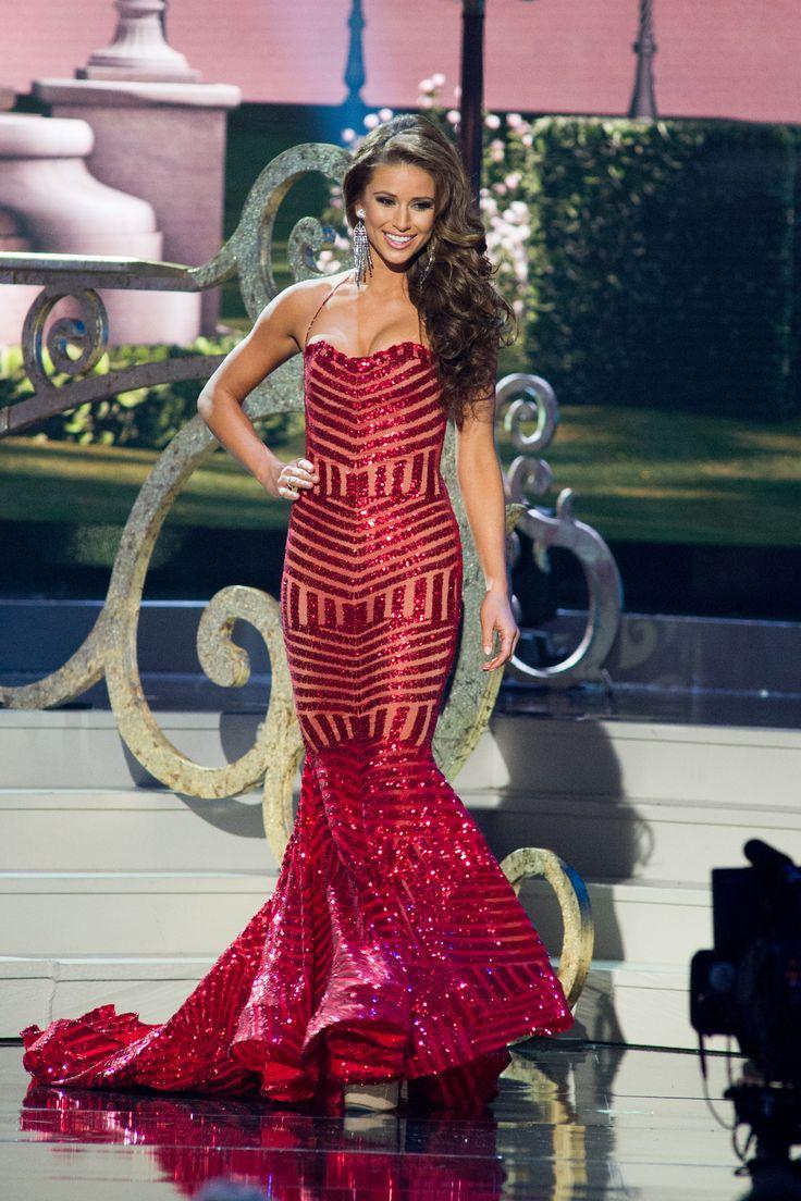 Nia Sanchez, Miss USA 2014 (1st RU Miss Universe 2014) wearing Michael Costello.