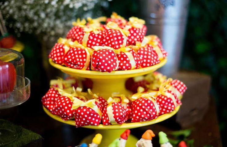 Snow White Birthday Party Ideas | Photo 1 of 48