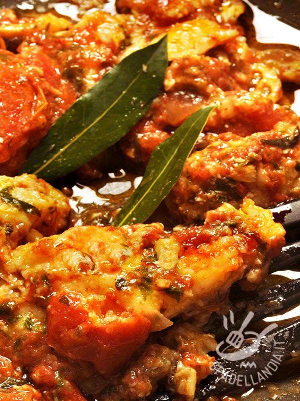 Il Baccalà alla livornese è il piatto tipico della cucina tradizionale toscana di cui i livornesi vanno molto fieri. Completo, nutriente, gustosissimo.
