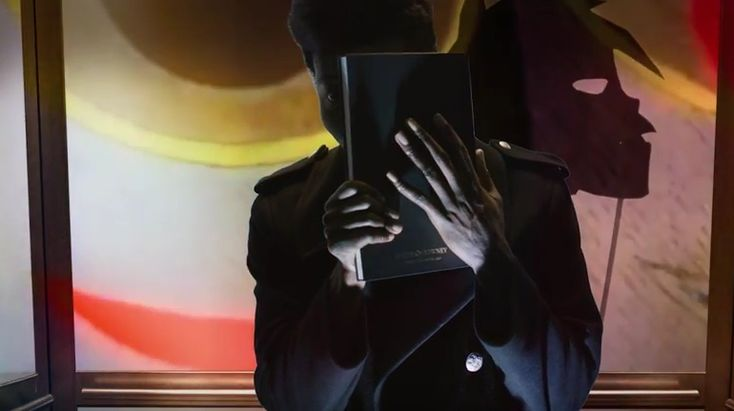 "Benjamin Clementine im Video zum Gorillaz-Song ""Hallelujah Money"""