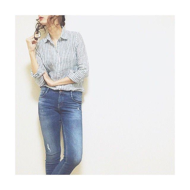 豊富すぎるカラーバリエが話題。着心地がいいユニクロのリネンシャツ コーデ集 | by.S