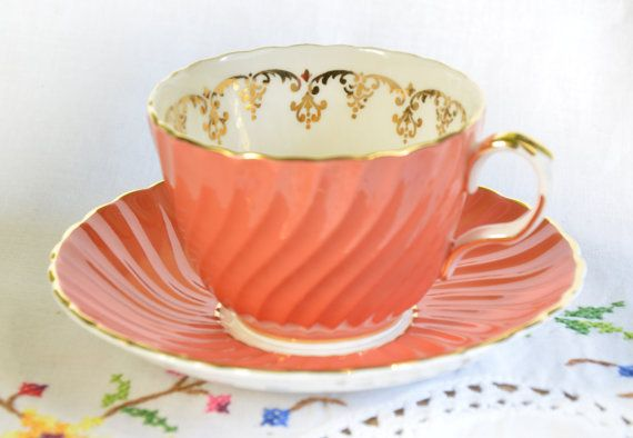 Aynsley tea cup and saucer/ orange tea cup/ fluted by VieuxCharmes
