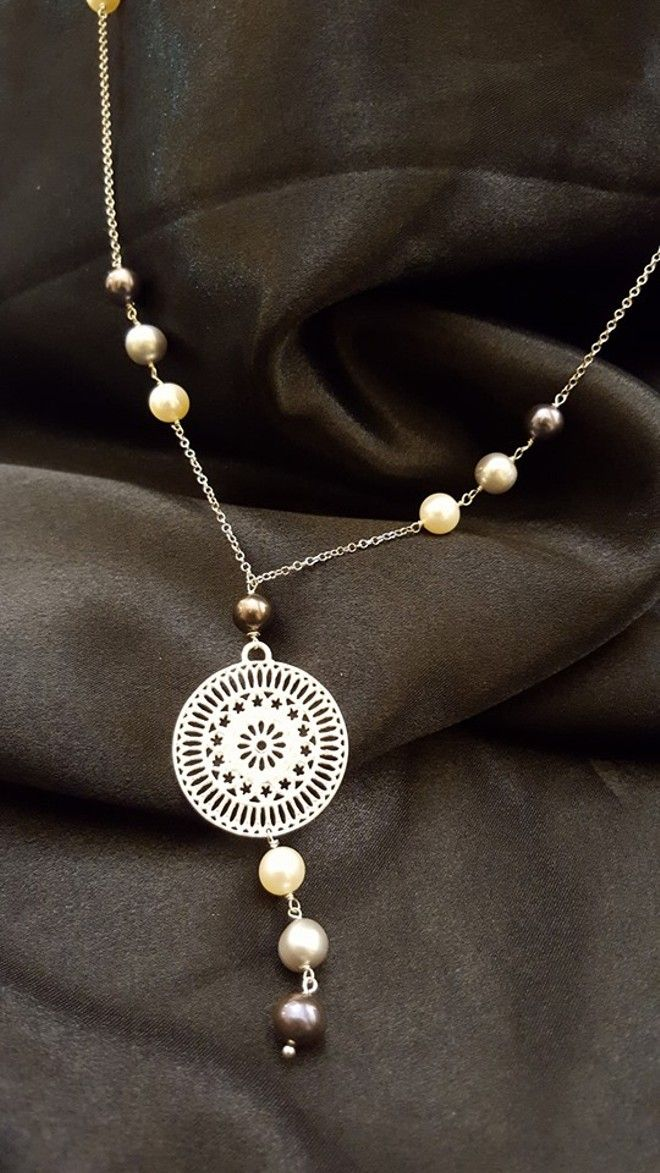 Silver Necklace with Rose window and pearls