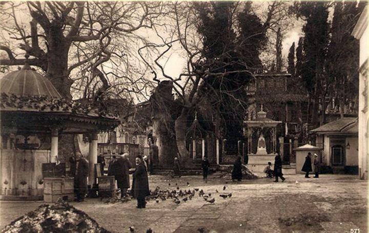 Eyüp camii avlusu yıl 1930 lar