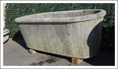 Vasca antica in pietra pesante scalpellata a mano