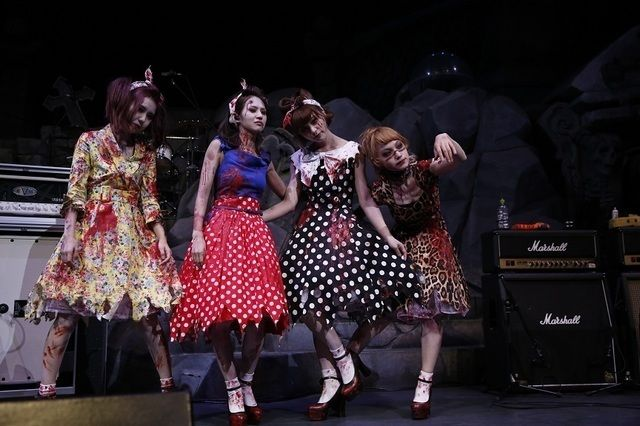 SCANDAL「全員をゾンビにして帰りたい!」ハロウィーンの衣装で圧巻ライブ披露 (画像 1/9)| 邦楽 ニュース | RO69(アールオーロック) - ロッキング・オンの音楽情報サイト