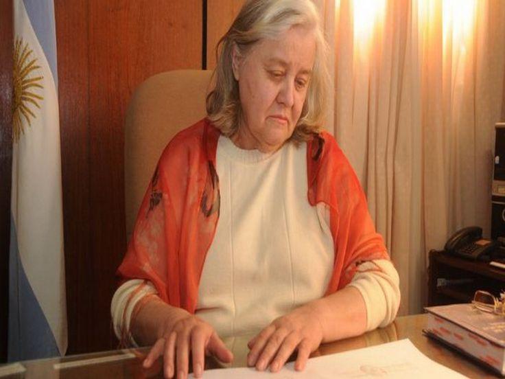 """Amelia Sesto de Leiva opinó que si bien es necesario actualizar dicho cuerpo normativo, no es el momento oportuno para darle a una sociedad tan castigada por el delito como la nuestra un Código Penal """"modernoso"""", basado en las nuevas tendencias sobre el Derecho Penal, """"que piensan más en el delincuente que en la sociedad, que fue el agente pasivo del delito""""."""