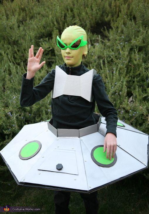 Alien in his Spaceship Costume - 2013 Halloween Costume Contest via @costumeworks