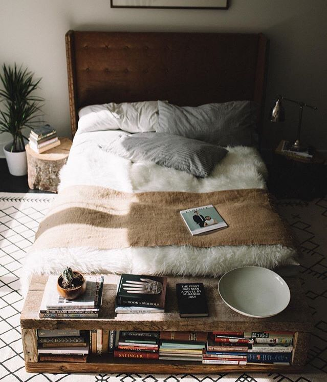 I NEED that end of the bed shelf loveliness