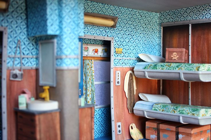 Her dioramas are simply breathless and it's beautiful to imagine how the paper becomes three-dimensional iconic models of movie sets, perfect scene reproductions got by miniaturizing, water coloring and cutting each single piece of illustrated paper.